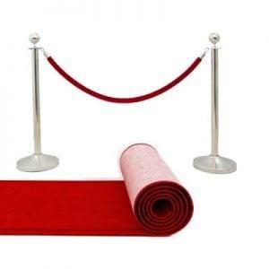 Słupki i czerwony dywan